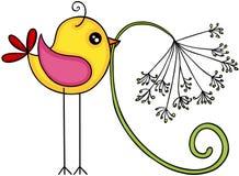 Pássaro amarelo com flor do dente-de-leão Fotografia de Stock Royalty Free
