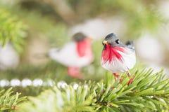 Pássaro da decoração na árvore de Natal Imagem de Stock Royalty Free