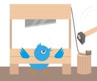 Pássaro irritado azul na guilhotina Imagens de Stock Royalty Free
