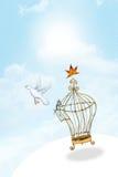 Pássaro liberado da gaiola Fotografia de Stock Royalty Free