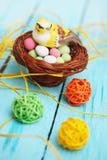 Pássaro na cesta, decoração da Páscoa Imagem de Stock Royalty Free