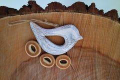 Pássaro no fundo de madeira 4 Fotografia de Stock Royalty Free