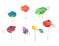 Pássaros coloridos simples do estilo ingênuo no fundo branco imagem de stock