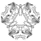 Pássaros da carriça na gravura preto e branco da ilustração do vetor da mandala de viquingue do triângulo ilustração royalty free