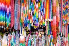 Pássaros de papel do arco-íris Tradução: Por favor não toque nos pássaros de papel Fotos de Stock Royalty Free