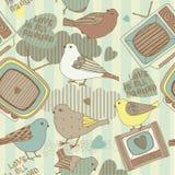 Pássaros do amor e televisões velhas Fotos de Stock