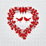 Pássaros do amor no coração floral Fotografia de Stock Royalty Free
