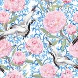 Pássaros do guindaste, flores da peônia Teste padrão asiático de repetição floral watercolor Imagem de Stock Royalty Free