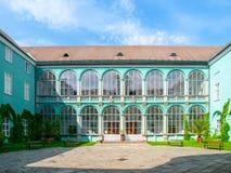 Pátio com as janelas vitrificadas do castelo do renascimento em Dacice, República Checa Fotografia de Stock Royalty Free