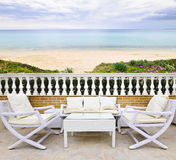 Pátio com opinião da praia Imagem de Stock Royalty Free