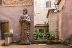Pátio da basílica de St Mary dos anjos e do mercado fotos de stock royalty free