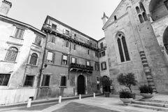 Pátio da igreja europeia Fotografia de Stock Royalty Free