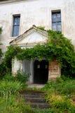 Pátio da igreja fortificada medieval em Ungra, a Transilvânia Fotografia de Stock