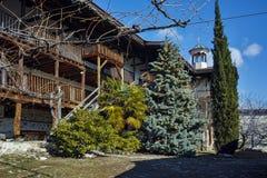 Pátio da natividade do monastério de Rozhen da mãe do deus, Bulgária foto de stock royalty free