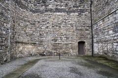 Pátio da prisão velha Kilmainham de Dublin foto de stock royalty free