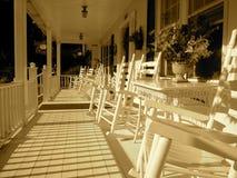 Pátio de entrada coberto da prancha de madeira clássica Imagem de Stock