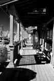 Pátio de entrada coberto da prancha de madeira clássica fotos de stock