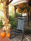 Pátio de entrada coberto no outono Imagens de Stock