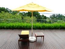 Pátio de madeira e mobília ao ar livre Fotografia de Stock Royalty Free