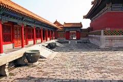 Pátio de um pavilhão na Cidade Proibida, Pequim, China Fotos de Stock