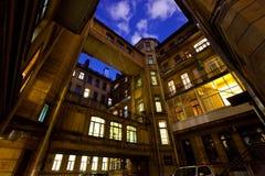 Pátio de uma casa na noite St Petersburg Rússia Fotos de Stock Royalty Free