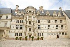 Pátio do castelo de Blois, France fotografia de stock
