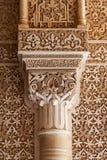 Pátio do detalhe da coluna dos leões do Alhambra imagens de stock