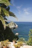 pátio do jardim sobre o mar Sicília Imagem de Stock