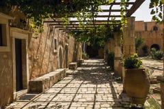 Pátio do monastério de Arkadi Imagem de Stock Royalty Free