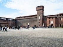 Pátio dos braços perto de Bona Tower no castelo de Sforza imagem de stock