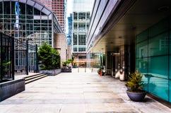 Pátio e arranha-céus no centro cidade, Philadelphfia, Pennsylv Fotos de Stock