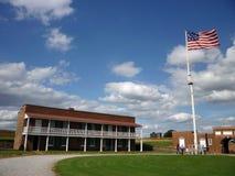 Pátio e bandeira de McHenry do forte Fotografia de Stock