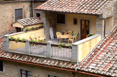 Pátio ensolarado de Tuscan Fotos de Stock Royalty Free