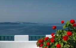 Pátio incrível do santorini com vista imagem de stock