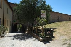 Pátio interno da fortaleza medieval de Cesena, Itália fotografia de stock royalty free