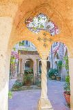 Pátio na casa de campo Cimbrone em Ravello, Itália Imagem de Stock Royalty Free