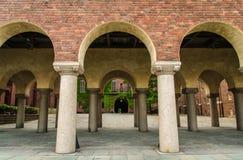 Pátio na cidade Hall Stadshuset de Éstocolmo, Suécia foto de stock
