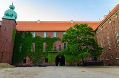 Pátio na cidade Hall Stadshuset de Éstocolmo, Suécia imagens de stock