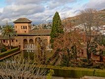 Pátio no palácio de Nasrid no castelo de Alhambra, Granada Imagens de Stock Royalty Free
