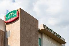 Pátio por Marriott Kingston, Jamaica imagem de stock