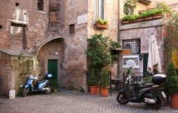Pátio surpreendente em Roma Imagem de Stock