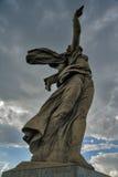 A pátria chama o monumento Volgograd, Rússia fotografia de stock royalty free