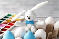 Pâques, des vacances, tradition et concept d'objet - fermez-vous du col photos stock