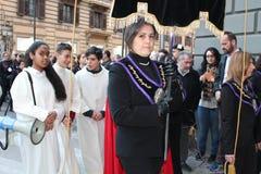 Pâques en Sicile, vendredi saint - notre Madame dans le cortège - l'Italie Images stock