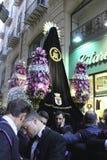 Pâques en Sicile, vendredi saint - notre Madame dans le cortège - l'Italie Image stock