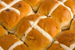 Pâques : pains en travers chauds. Images libres de droits