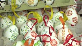 Pâques a peint et a ciré des oeufs, l'art folklorique traditionnel et le patrimoine culturel en Hana dans la ville d'Olomouc deda banque de vidéos