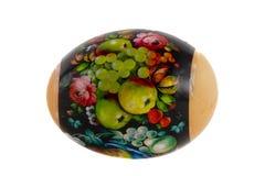 Pâques a peint l'oeuf couvert par la laque images libres de droits