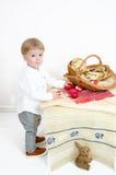 Pâques traditionnelle et enfant Images libres de droits