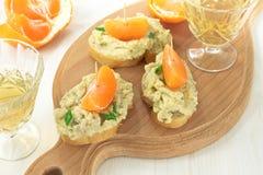 Pâté crémeux servi avec du pain français photo stock